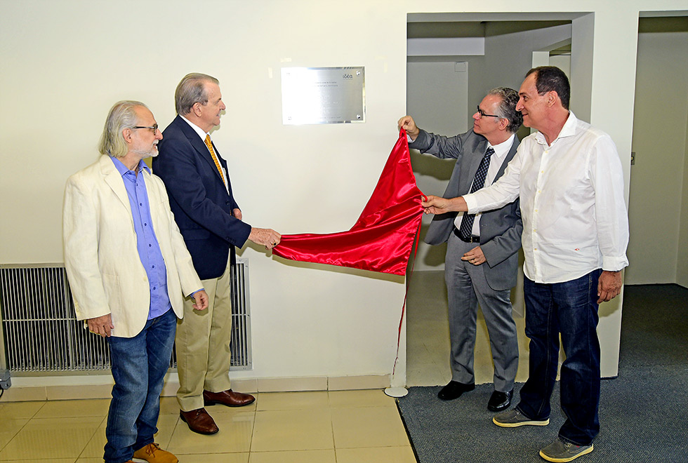 Autoridades descerram placa do Instituto de Estudos Avançados