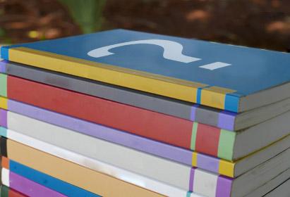 Inscrições para edital podem ser feitas até 24 de fevereiro de 2019. Ilustração: Paulo Cavalheri com livros da Editora da Unicamp