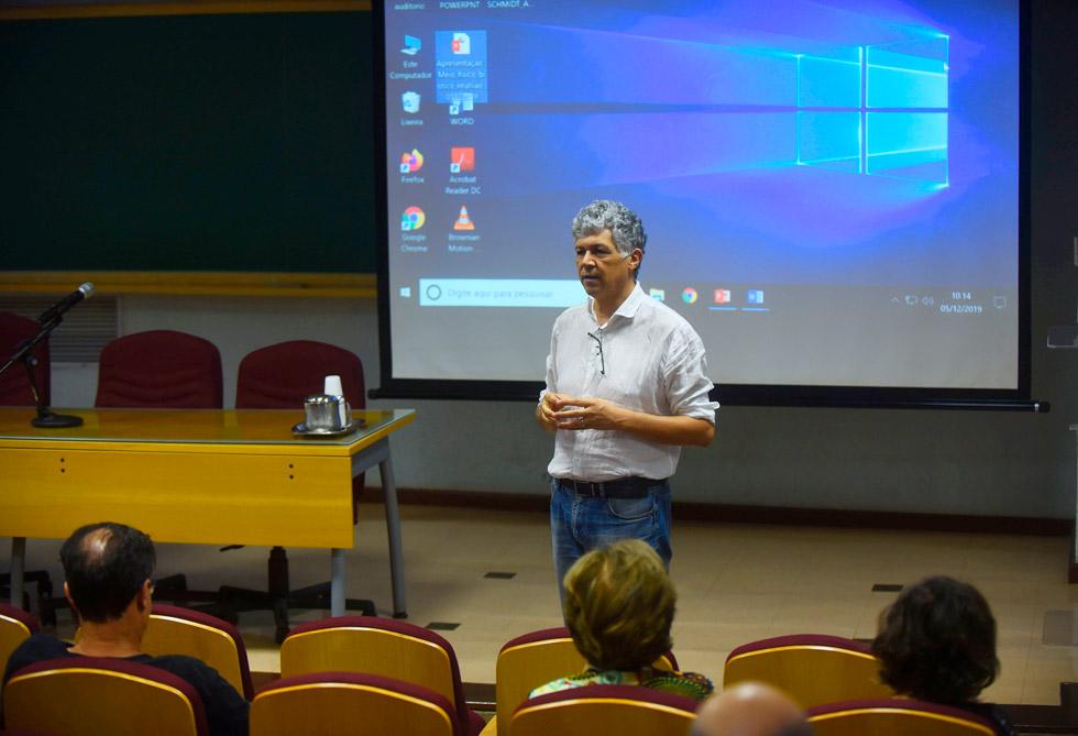 Professor Jefferson Picanço, em reunião do Grupo de Estudos e Ação em em Conflitos, Riscos e Impactos Associados a Barragens