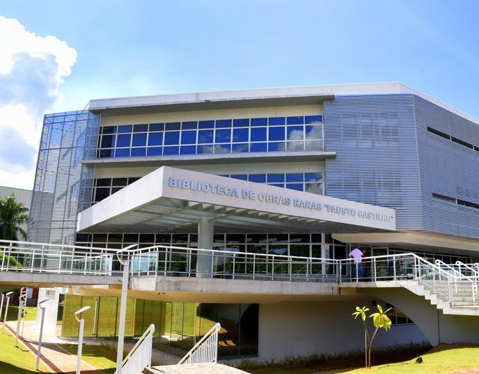foto mostra prédio da biblioteca por fora. clique enter para acessar