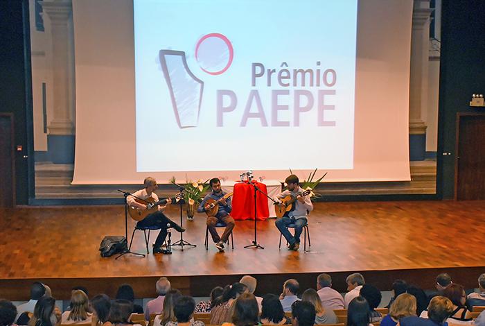 Apresentação musical durante evento
