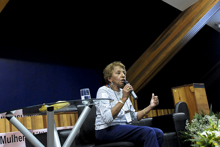 Leci Brandão fala sobre os direitos da mulher