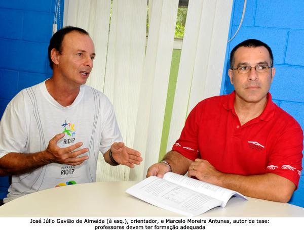 A esquerda, José Júlio, orientador e, a direitra, Marcelo Moreira Antunes, autor da tese. Anotninho Perri.