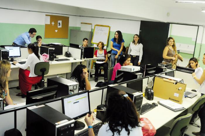 Atividade do projeto na Escola Estadual Professor Hilton Federici: conhecimentos básicos de lógica e programação e desenvolvimento de aplicativos para smartphones
