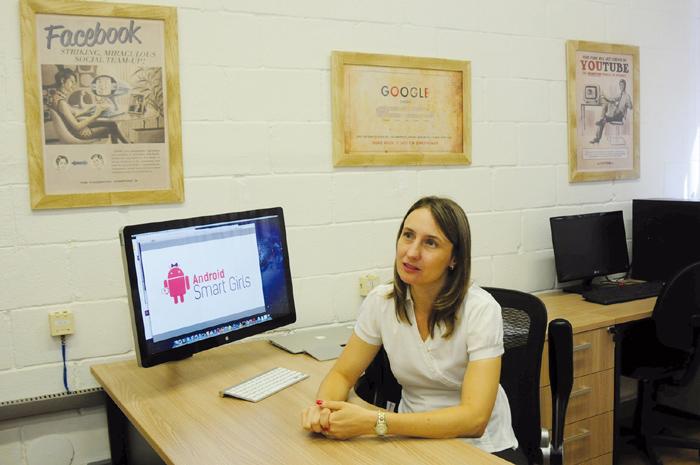 """A professora Juliana Freitag Borin, coordenadora do projeto: """"Muitas propostas para estimular jovens têm atividades vinculadas ao universo masculino"""""""