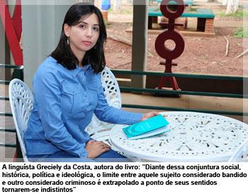 A linguista Greciely da Costa, autora do livro