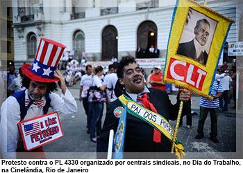 Protesto contra o PL 4330 organizado por centrais sindicais, no Dia do Trabalho, na Cinelândia, Rio de Janeiro