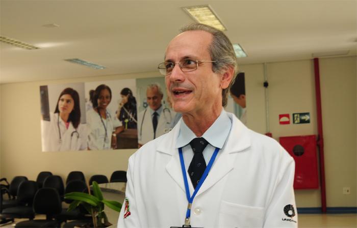Renato Passini Júnior, do Departamento de Obstetrícia e Ginecologia da Faculdade de Ciências Médicas da Unicamp