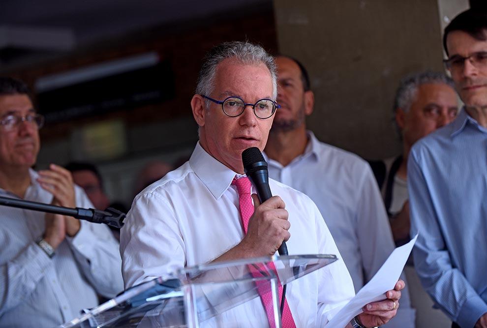 """""""É inaceitável que as universidades públicas brasileiras sejam vítimas de pressões"""", afirmou Marcelo Knobel"""