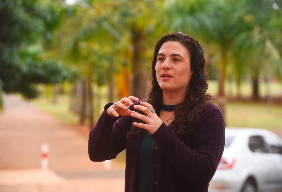 Thalita Dalbelo : Um escritório específico para monitoramento interno da sustentabilidade auxiliaria na coleta de dados, na análise dos indicadores, no entendimento do foco que deve ser estabelecido para a universidade ser mais sustentável