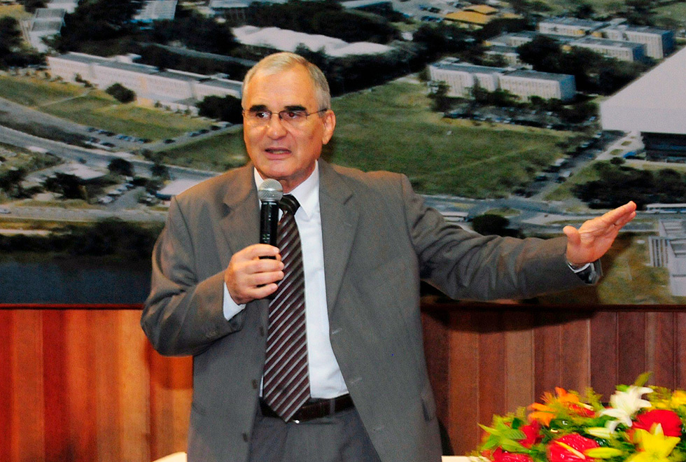 O professor Fernando Galembeck