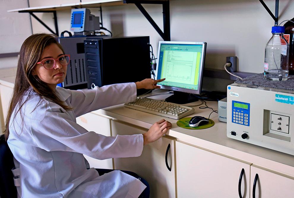 Alessandra Suzin Bertan: testando novo filtro por membranas para obter um fármaco o mais puro possível