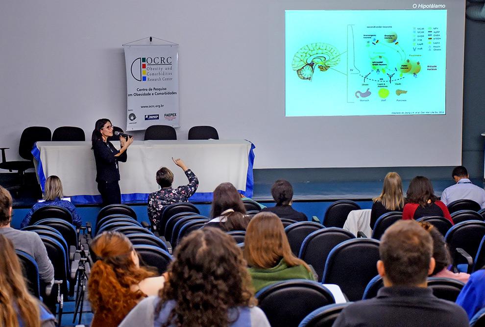 auditório durante palestra