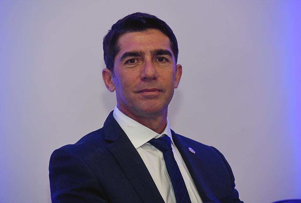 Foto aproximada do rosto do atual diretor