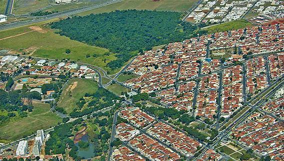 Foto produzida a partir de voo panorâmico sobre a área urbana do município de Paulínia