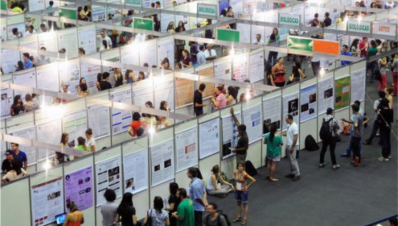 Trabalhos expostos no Ginásio da Unicamp, na edição do ano passado do Congresso Interno de Iniciação Científi ca: comitê escolhe