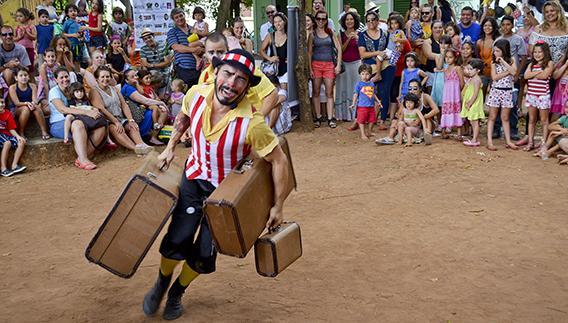 Rodrigo Mallet Duprat, autor da tese, durante apresentação em praça do distrito de Barão Geraldo, em Campinas