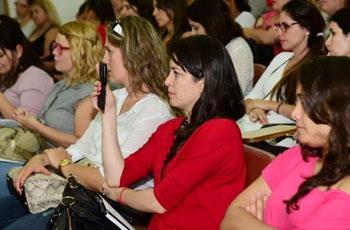 Público formado por estudantes de vários cursos