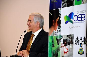 O reitor Fernando Costa