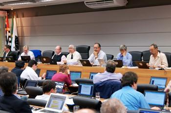 Membros do Consu durante sessão