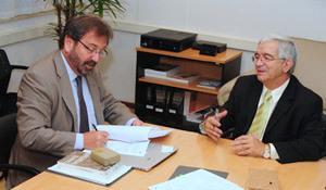 O reitor Fernando Costa e pelo vice-presidente de Relações Internacionais da Brown, Matthew Gutmann