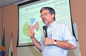 Brito Cruz em palestra no Ciclo de Seminários do IB