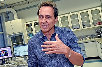 O professor Marcos Eberlin