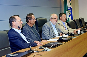 Alvaro Crósta, Luís Alberto Magna, o reitor Tadeu Jorge e Edmundo Capelas de Oliveira