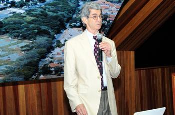 O palestrante Benito Damasceno, neurologista