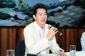O organizador do evento, o neurologista Li Li Min