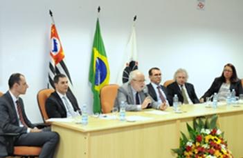 Tadeu Jorge preside mesa da cerimônia