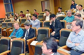 Alunos e comitiva japonesa durante evento