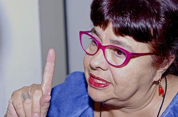 A professora Ana Lúcia Goulart de Faria