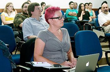 Público em solenidade relembrando Turing