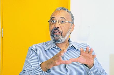 O químico Oswaldo Luiz Alves