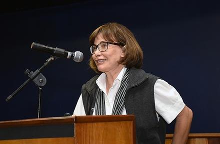 Sueli Costa, do Imecc, coordenadora da mesa