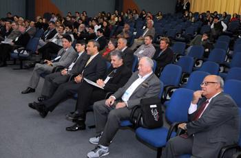 Público acompanha a palestra de Kurt Wüthrich