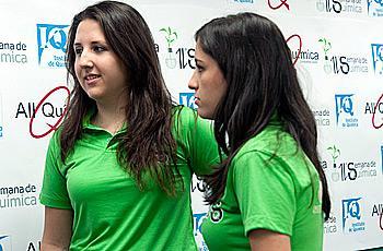Na organização, Aline e Natália