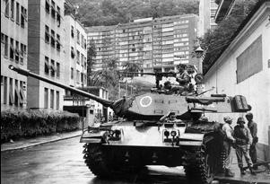 Tanque na rua onde morava João Goulart, no bairro das Laranjeiras, no Rio de Janeiro, poucos dias depois do golpe
