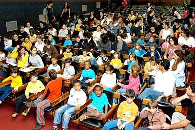 Platéia especial com crianças do Prodecad, programa educativo voltado aos filhos de funcionários da Unicamp