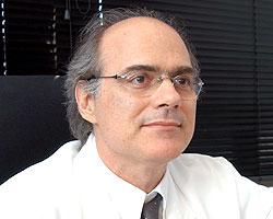 O ginecologista e obstetra Ricardo Barini: vitamina é fundamental na prevenção