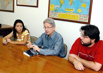 A arquiteta Andrea Young, o professor Daniel Hogan, coordenador do projeto, e o geógrafo Eduardo Marandola Jr: resultados preliminares foram apresentados em workshop (Foto: Antoninho Perri)