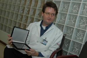 O neurologista Fabrício Ferreira de Oliveira: prêmios no Brasil e nos Estados Unidos. (Foto: Antoninho Perri)