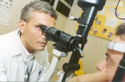 O oftalmologista Eduardo Melani Rocha, pesquisador da FCM: síndrome do olho seco atinge entre 2% a 15% das pessoas
