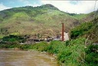 Usina de refino da Plumbum, no município paranaense de Adrianópolis, às margens do rio Ribeira