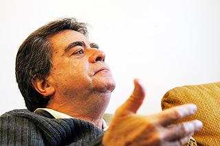 """O compositor Almeida Prado: """"Eu costumo dar liberdade para os pesquisadores de minhas obras"""" (Fotos: Antoninho Perri)"""
