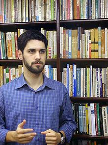 """O sociólogo Alexandre Macchione Saes, cuja tese foi defendida no IE: """"embates importantes"""""""